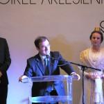 Le maire d'Arles entouré de Clément Trouche, commissaire et de la Reine d'Arles