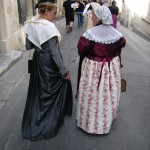 Allures et époques différentes pour cette Arlésienne 1910 et cette Roussillonnaise 1840