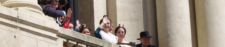 La Reine d'Arles au balcon !