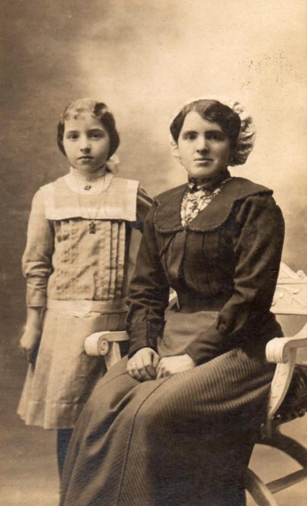 Catalane et sa fille, Perpignan.