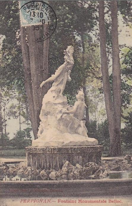 La fontaine munumentale du square de Perpignan.