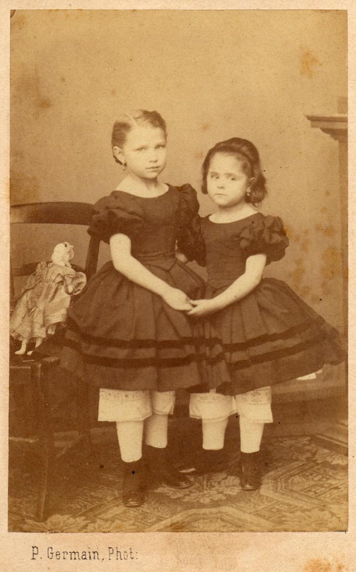 Irma et Clara Salamo en 1863 6 et 4 ans, photo Pierre Germain à Perpignan