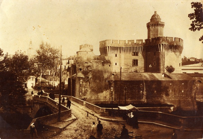 Le Castillet vers 1870, Perpignan.