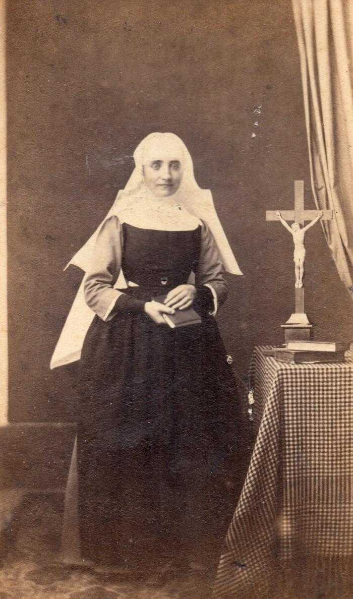 Religieuse sous Napoléon III, photo P.Bourgeois, Chalon.