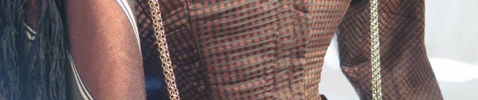 Robe Louis-Philippe et châle grenadine