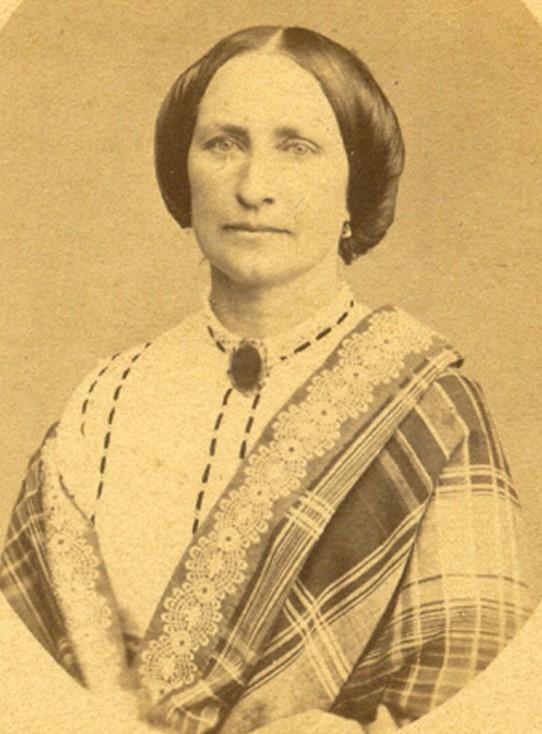 la-femme-du-prefet-louis-jousserandot-prefet-des-po-du-12-septembre-1870-au-10-novembre-1871