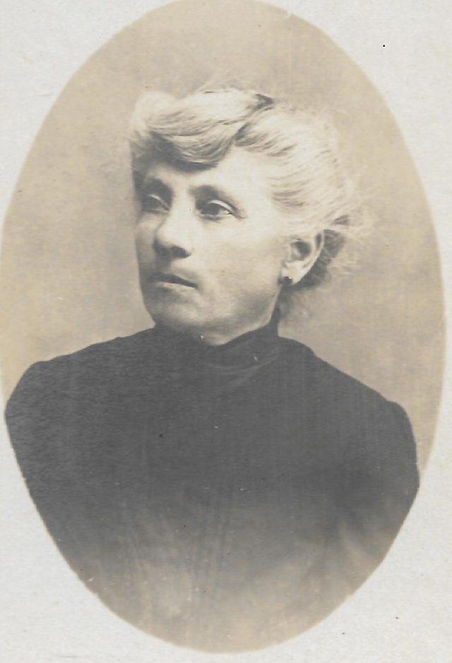 Portrait de madame Léon BROUSSE