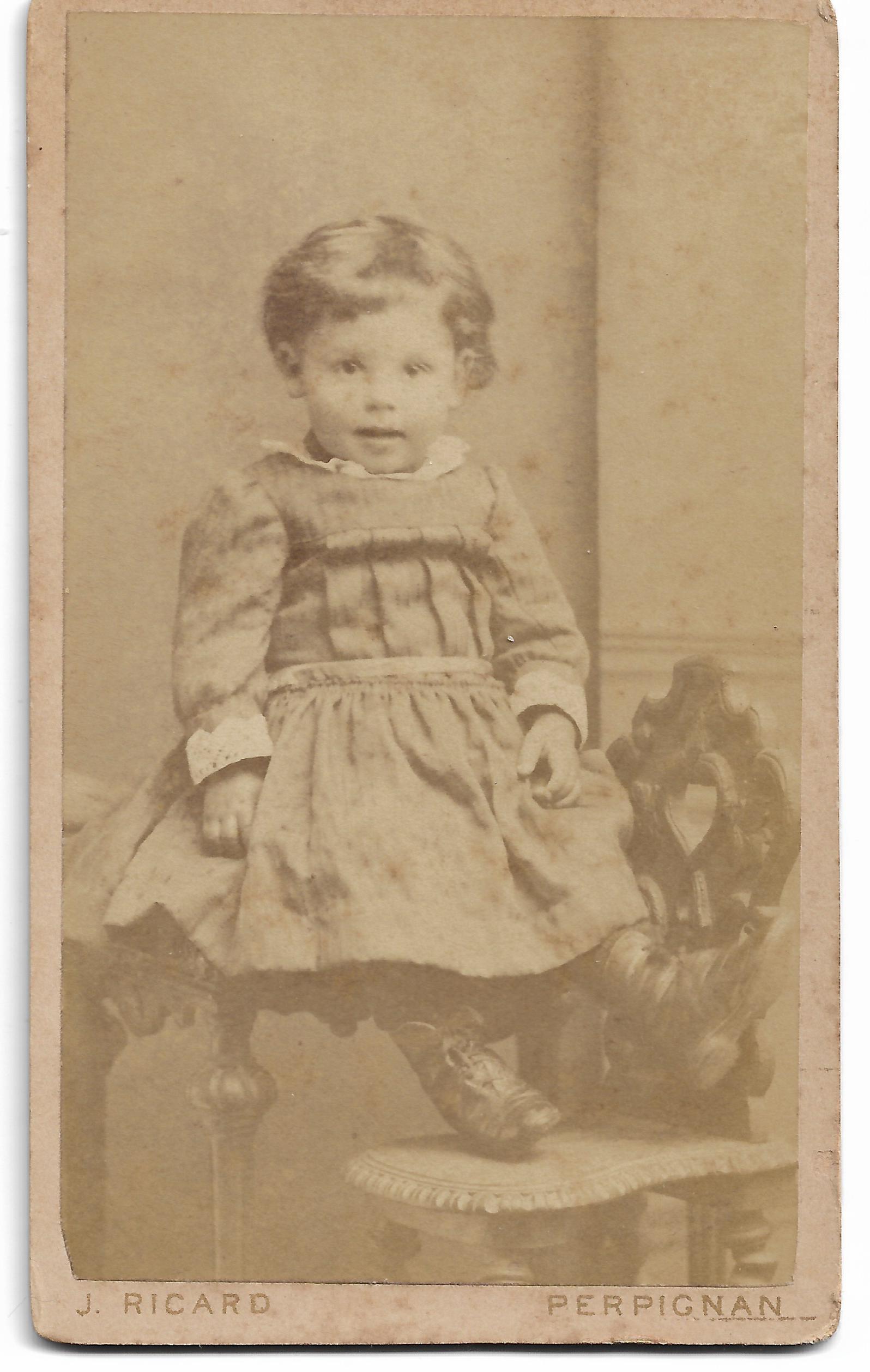 portrait d enfant ricard photographe perpignan vers 1880 institut du grenat. Black Bedroom Furniture Sets. Home Design Ideas