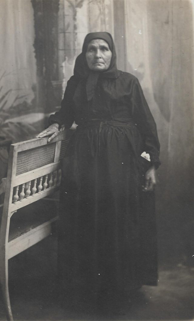 Femme âgée, Théza.