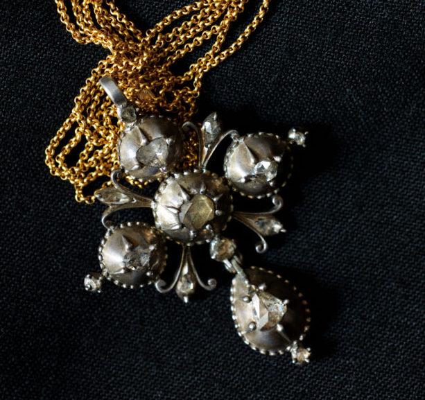 Croix badine en argent et diamants, XVIIIe s.